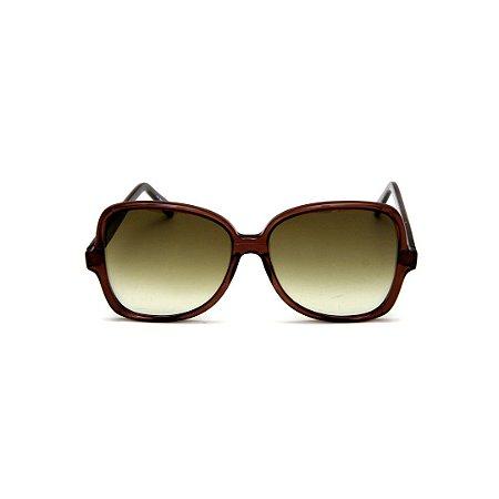 Óculos de Sol Gustavo Eyewear G110 5. Cor: Marrom translúcido. Haste preta. Lentes marrom.