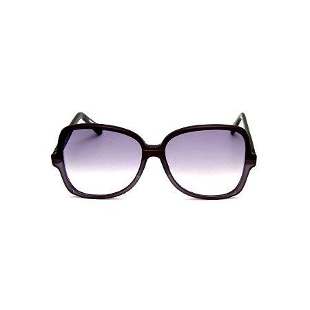 Óculos de Sol Gustavo Eyewear G110 11. Cor: Preto e fumê translúcido. Haste preta. Lentes cinza.