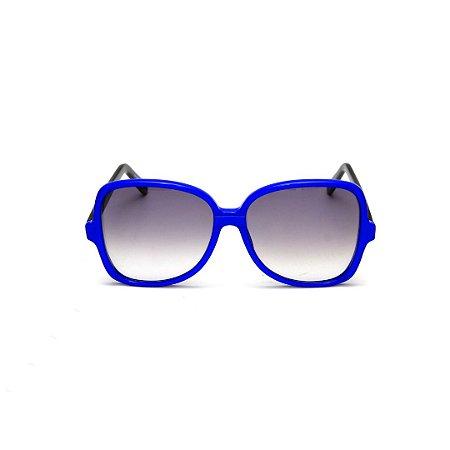 Óculos de Sol Gustavo Eyewear G110 13. Cor: Azul translúcido. Haste preta. Lentes cinza.
