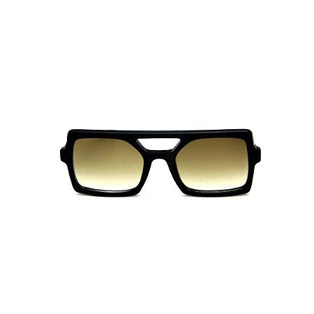 Óculos de Sol Gustavo Eyewear G114 10. Cor: Preto. Haste preta. Lentes cinza.