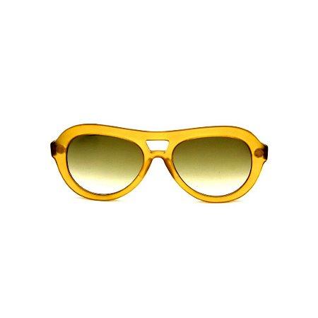 Óculos de Sol Gustavo Eyewear G113 8. Cor: âmbar fosco translúcido. Haste preta. Lentes verdes.