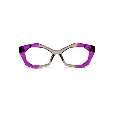 Armação para óculos de Grau Gustavo Eyewear G53 23. Cor: Violeta e fumê translúcido. Haste preta.