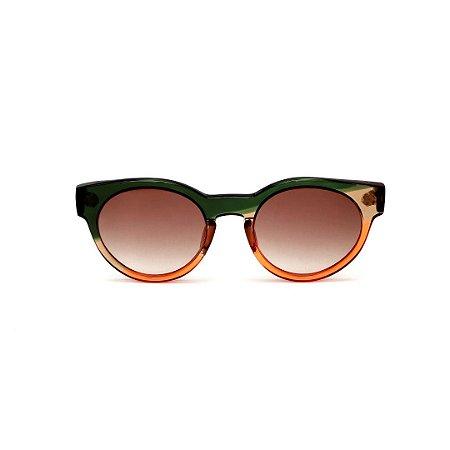 Óculos de Sol Gustavo Eyewear G63 4. Cor: Verde, âmbar e laranja translúcido. Haste preta. Lentes marrom.