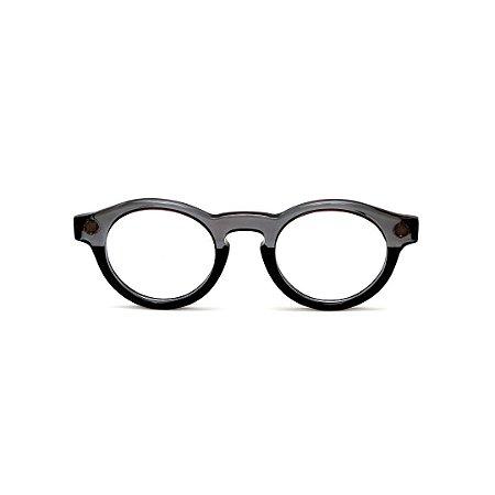 Armação para óculos de Grau Gustavo Eyewear G29 10. Cor: Cinza translúcido e preto. Haste preta.