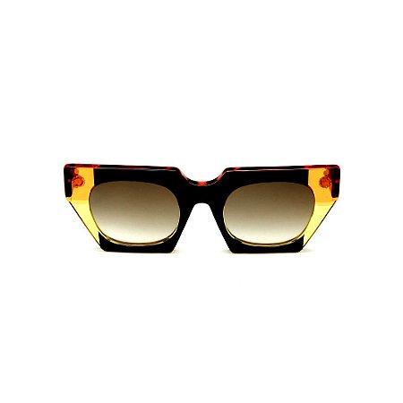 Óculos de Sol Gustavo Eyewear G137 11. Cor: Preto, laranja e amarelo translúcido. Haste preta. Lentes marrom.