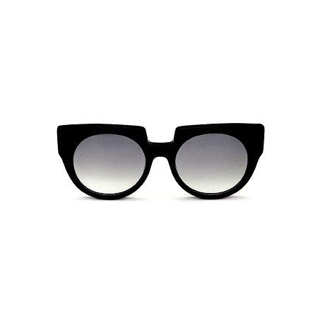 Óculos de Sol Gustavo Eyewear G135 3. Cor: Preto. Haste animal print. Lentes cinza.