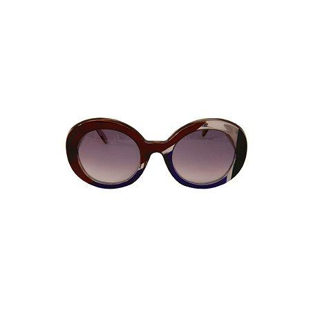 Óculos de Sol de Grau Gustavo Eyewear G61 2. Cor: Vermelho, azul, preto e fumê translúcido. Haste fumê translúcido. Lentes cinza.