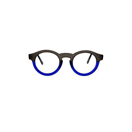 Armação para óculos de Grau Gustavo Eyewear G29 5. Modelo masculino. Cor: Fumê e azul translúcido. Haste fumê.