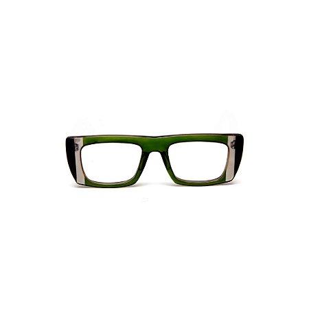 Armação para óculos de Grau Gustavo Eyewear G80 5. Cor: Verde translúcido com listras fumê e preto. Haste fumê.