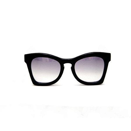 Óculos de sol Gustavo Eyewear G75 4. Cor: Preto. Haste preta. Lentes cinza.