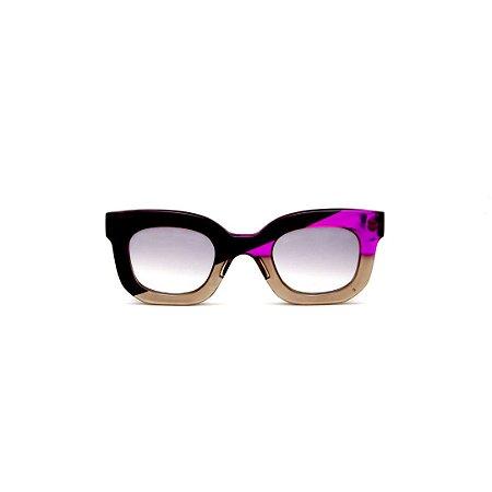 Óculos de Sol Gustavo Eyewear G31 7. Cor: Preto, fumê e lilás translúcido. Haste preta. Lentes cinza.