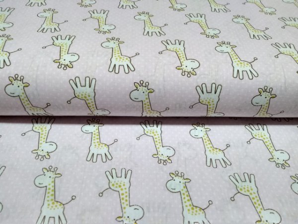 Tricoline Estampado Girafa Fundo Rosa Claro