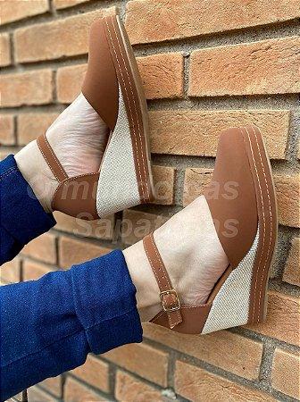 Sapato Anabela Caramelo
