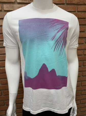Camiseta Osklen - Branca (Detalhes roxo/verde)