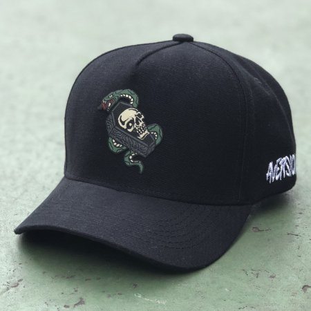 Boné Aversion Snapback Aba Curva Preto - Model Coffin