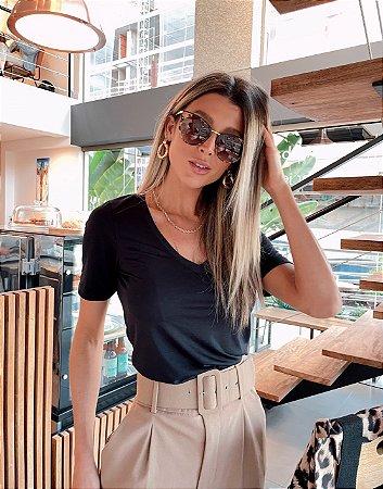 T-Shirt Modal Decote V Dente de Leão Preta