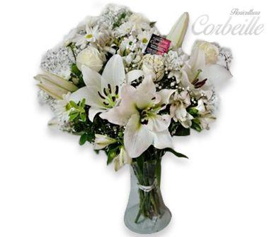 Lindo arranjo de Flores e Lírios Brancos no Vaso
