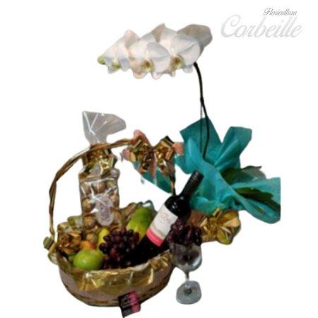 Cesta Celebração com Orquídea Branca, Vinho, Frutas Secas e Ferrero 12 unid.