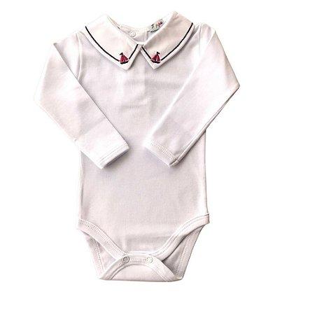 """Body Branco Luxo Bebê Menino Bordado de Barquinho Azul e Vermelho """"Algodão Egípcio"""""""