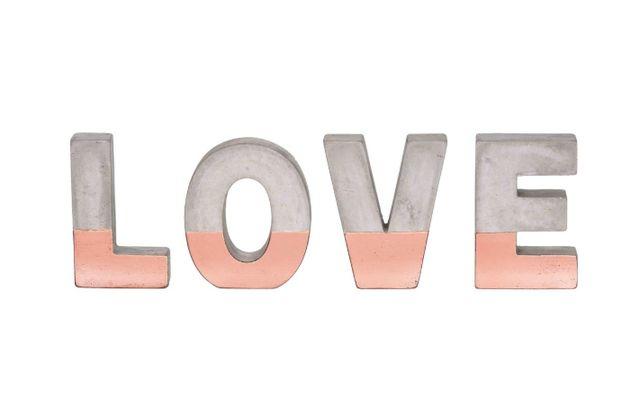 LETREIRO LOVE COBRE EM CIMENTO