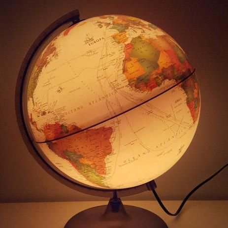 Globo terrestre histórico 25cm c/ luz bivolt