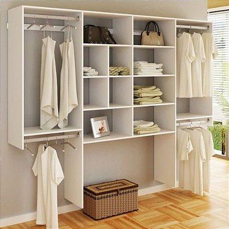 Closet Modulado com Cabideiros, Nichos e Prateleiras