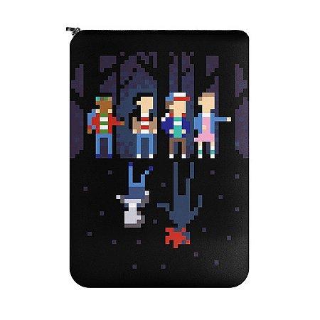 Capa para Notebook Stranger Pixels