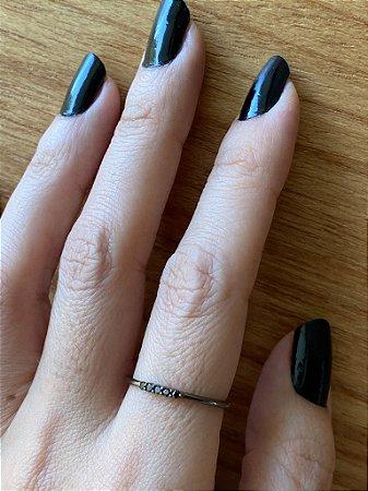 Aliança Slim em Ródio Negro e Diamantes