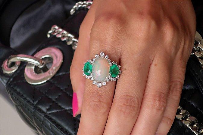 Anel Mystique de Opala , Esmeralda , Diamantes e Topázio Branco