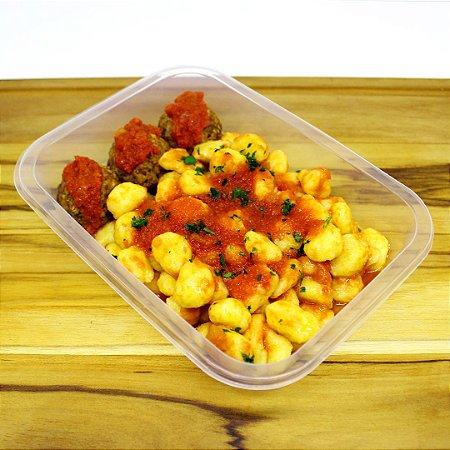 Nhoque de batata-baroa com almôndegas de grãos (vegano)