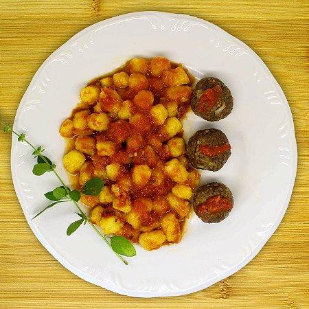 Nhoque de batata-baroa com almôndegas de grãos (vegetariano)