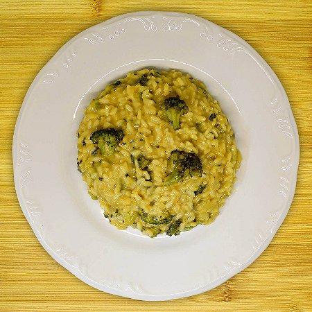Risoto de brócolis com queijo parmesão (vegetariano)