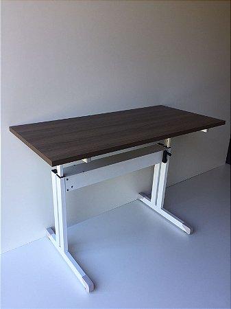Mesa ergonômica em 25mm com regulagem de altura para trabalhar em pé ou sentado