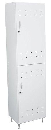 Armário vestiário em MDP 15mm com pés em alumínio e fechadura individual.