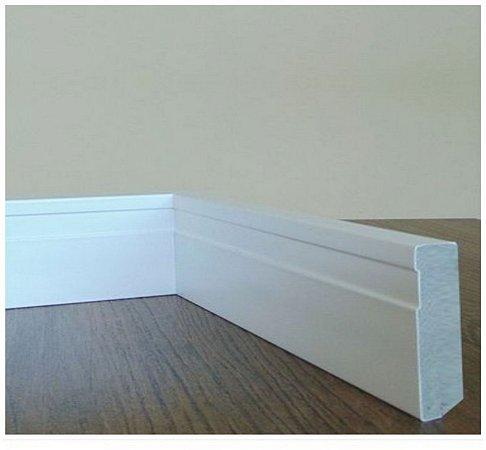 Kit Rodapé 12 barras medindo 1,85 metro linear cada de Rodapé 70 x 9 mm em MDF Plus (verde) revestido em Poliéster Branco e cola PUR. R$16,00 o metro.