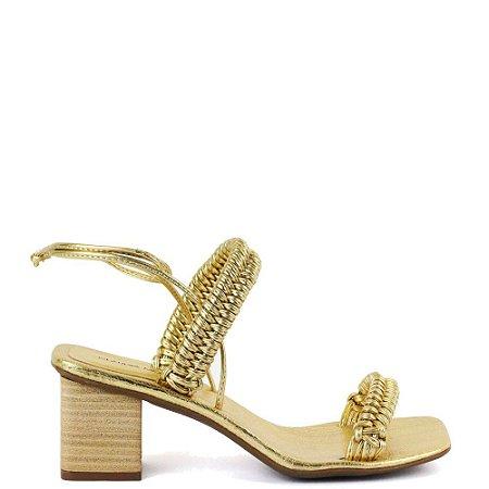 Sandália salto bloco tiras trançadas Cláudia Mourão Dourada