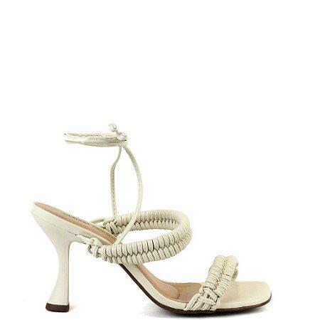 Sandália salto médio fino tipo taça Cláudia Mourão Branco