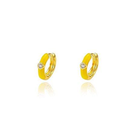 Brinco Argola Resina Amarela P e Zircônia Central Folheado Ouro Amarelo 18K