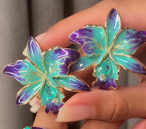 Brinco Orquídea Esmaltada Tie Dye Menor & Gota Fusion Folheado Ouro Amarelo 18k