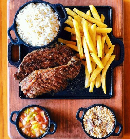 Conjunto com Chapa Lisa de Ferro Fundido com Suporte em Madeira para Porção de Carne ou Petiscos, com duas molheiras, Mineira, Quadrada