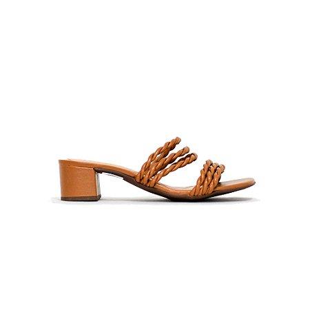 Sandália Salto Médio com Tiras Triplas Trançadas