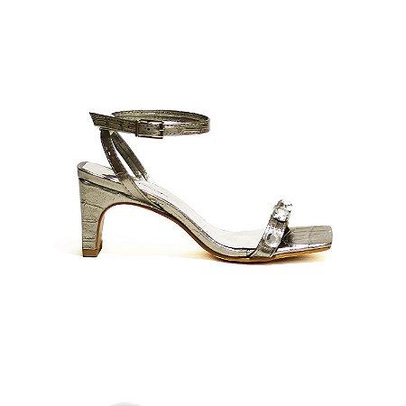 Sandália Metalizada em Croco com Pedrarias