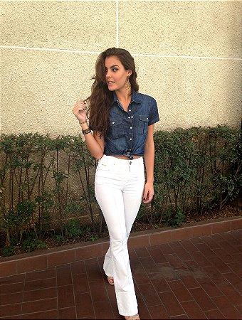 calça flare branca com nervuras villon jeans