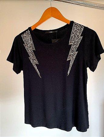 t-shirt com bordado pedras raios norma