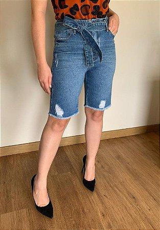 Bermuda mom com faixa  jeans