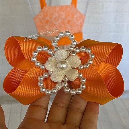 Laço com flor de pérolas