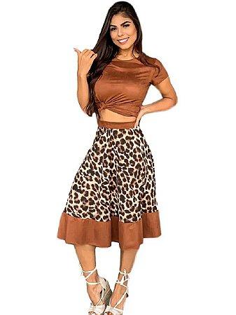 Conjunto blusa e saia animal print suede