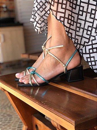 Sandália Preta com Tiras Metalizadas Azul e Verde