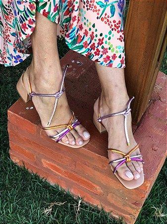 Sandália Nude com Tiras Metalizadas Laranja, Roxo e Lilás