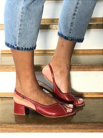 Sandália vermelha couro